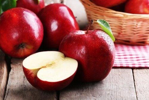 ябълки са полезни, щом говорим за отслабване в областта на талията