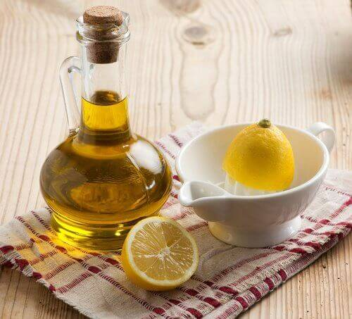 Третиране на стриите с лимон и зехтин.