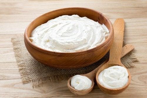 Вкусна домашна рецепта за сос от кисело мляко