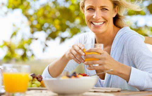 Яжте плодове и зеленчуци за здравословна менопауза