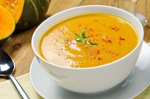 5 вкусни, изгарящи мазнините супи