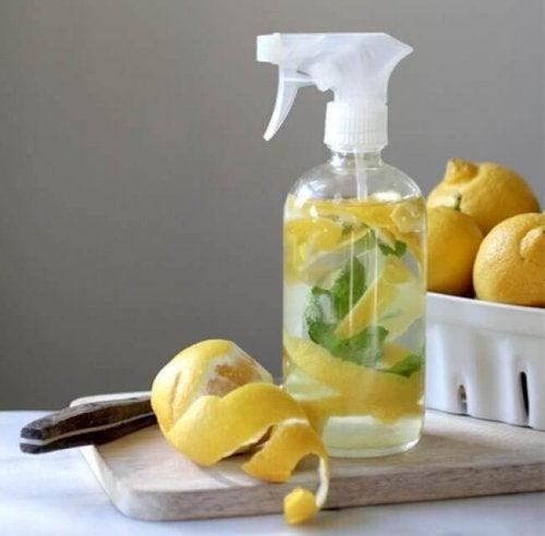 Лимонов сок за искрящо бели чорапи