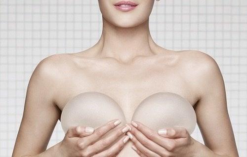 ако си правите мамограма и имате импланти, кажете на лекаря за това