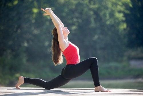 повдигане на бедрата за укрепване долната част на гърба
