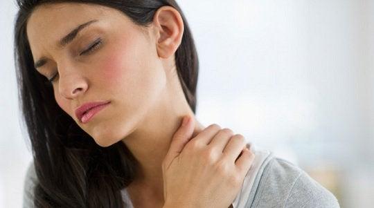 Болките във врата може да са симптом на проблеми с щитовидната жлеза.