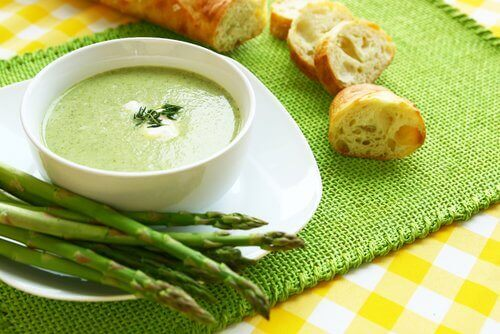 Една от най-вкусните супи е с аспержи