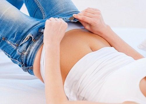 9 опасности от носенето на тесни дрехи