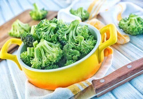 броколито спомага борбата с анемията