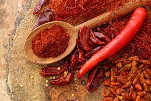 Лют червен пипер за активиране на щитовидната жлеза