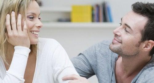 Социално интелигентните хора  имат добър език на тялото