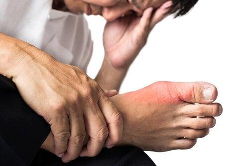 Ако страдате от подагра, болките в ставите могат да бъдат последствие от нея.