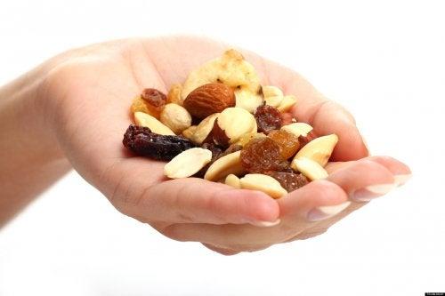 измерване на консумираните порции храна с ръце