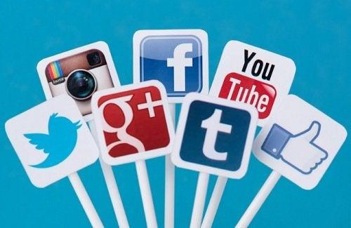 уважението и добрите маниери в социалната мрежа са необходими