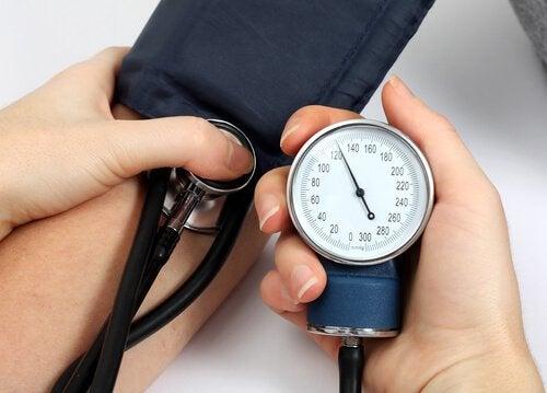 Високото кръвно налягане може да е симптом на мозъчен инсулт.