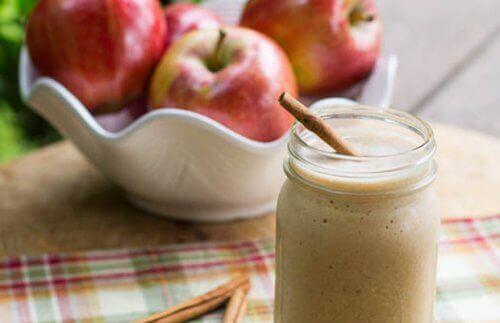 4 фантастични смутита от ябълки за плосък корем