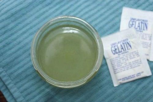 при проблеми, свързани с щитовидната жлеза и наличие на косопад е добре да добавяте желатин в шампоана си