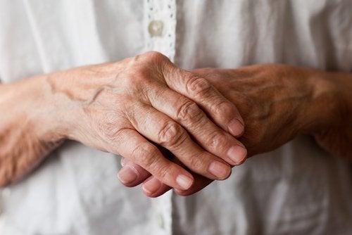 Какви са симптомите на ревматоидния артрит?