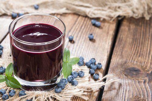 боровинкитепритежават антибактериални и антиоксидантни съставки, които директно атакуват уринарния тракт