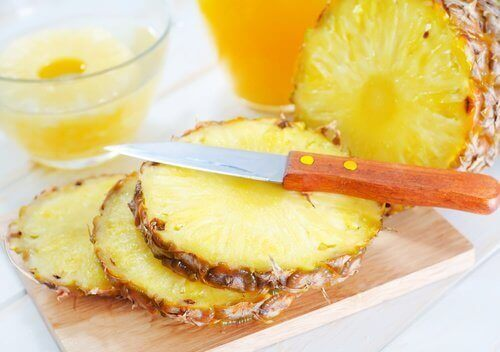 Маска с ананас и мед против черни точки