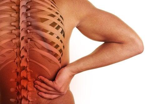 Дисков пролапс или дискова херния може да причинят болка в долната част на гърба