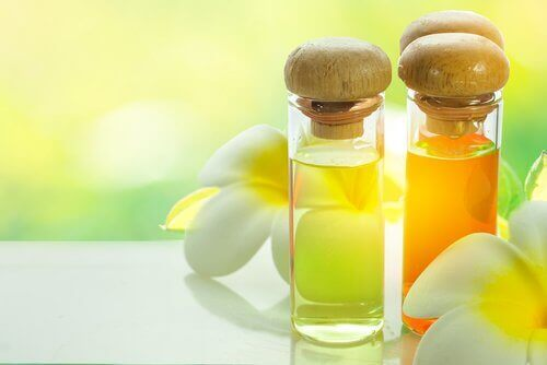 Етерични масла за подобряване на кожата на шията.