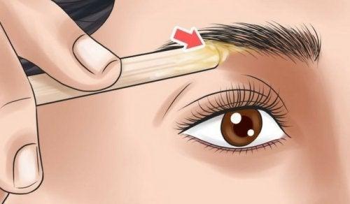 Научете как да оформяте веждите си в зависимост от формата на лицето си