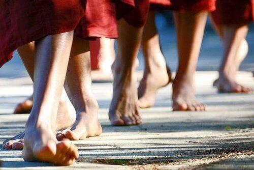 Научете се да медитирате докато вървите, за да премахнете негативните емоции