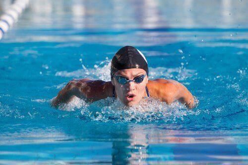 плуването подобрява самочувствието