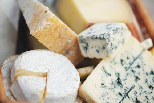 Не съхранявайте сирене в пластмасови съдове