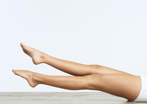 упражнения с крака за сваляне на няколко сантиметра от талията