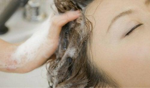 Измивате косата си погрешно цял живот