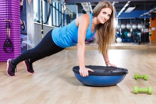 упражнения без тежести против отпуснатите ръце