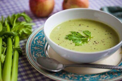 Включете в диетата си зелени пречистващи супи за вечеря