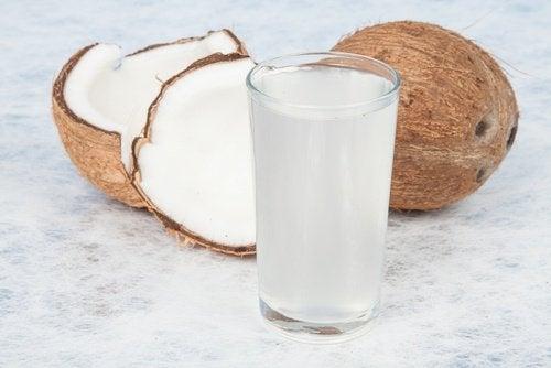 кокосова вода срещу белезите