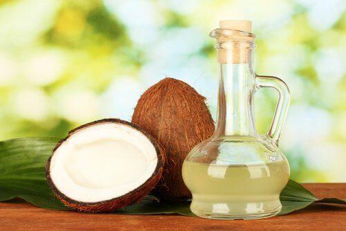 Отстранете въшките с кокосово масло.