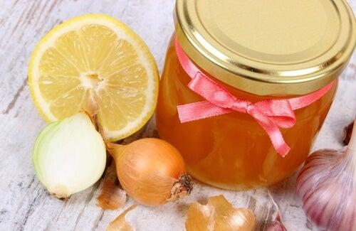 Сироп с мед и лук
