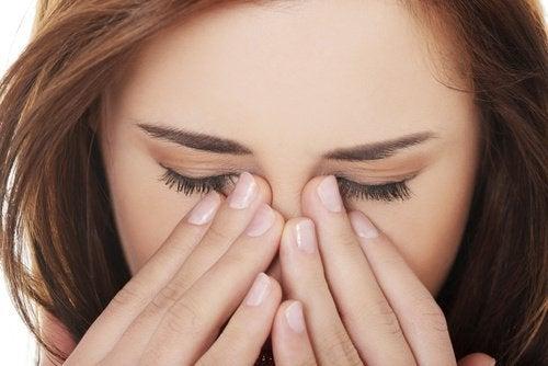 Високото кръвно налягане нанася увреждания върху здравето на очите.