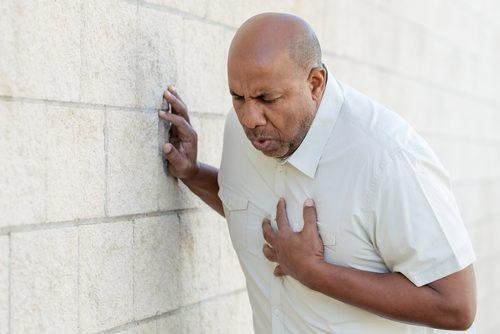 първа помощ при сърдечен удар - повикайте бърза помощ
