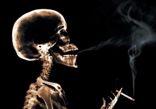 Пушенето може да причини загуба на гласа