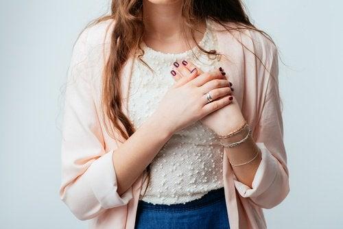 Сърдечните удари са усложнение на хипертонията и могат да доведат до смърт.