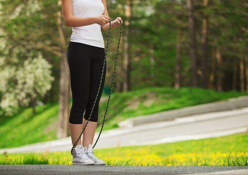 Аеробика: скачане на въже