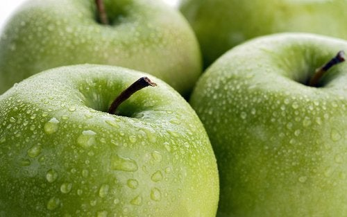 Ябълките хидратират кожата ви невероятно