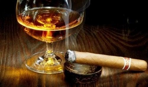 алкохол и цигари при бременност застрашава здравето на бебето и майката