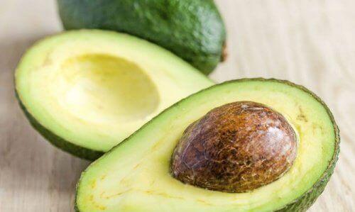 При наличие на суха коса, прилагайте терапия с авокадо