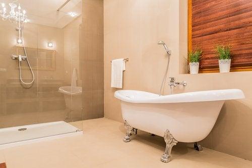 Според Фън Шуй банята винаги трябва да е на дискретно място.