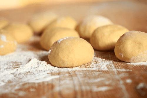 Рафинираното брашно се свързва с влошаването на симптомите на мигрена.