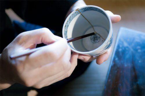 Японска техника за лепене на керамика и размисли за живота