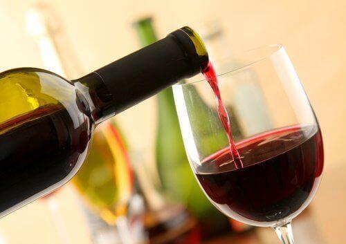 Червеното вино може да предизвика мигрена и главоболие
