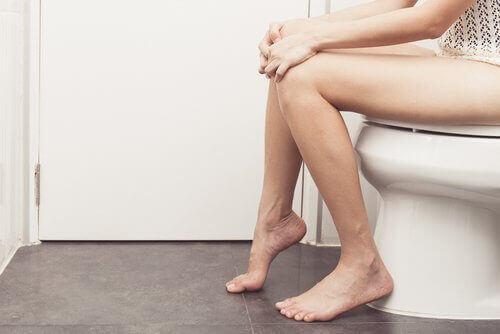 Затрудненията с изхождането и хемороидите не са удачна комбинация