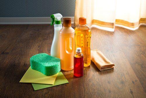 направете си препарат за почистване на дома с аромат с етерични масла